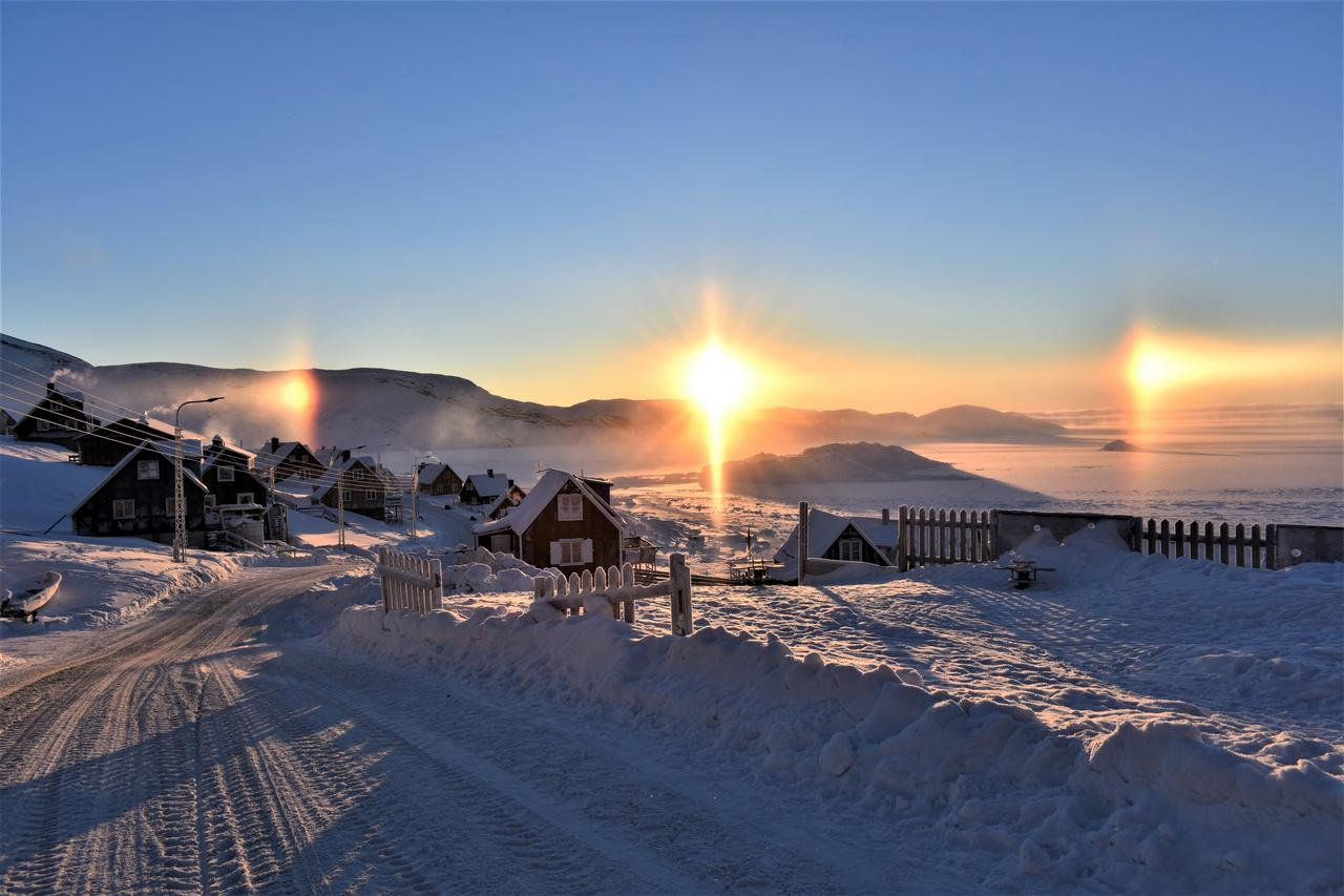 Halo around the sun, as if there where 3 suns. The sun has just returned after 2 months, Upernavik 12. februar 2019
